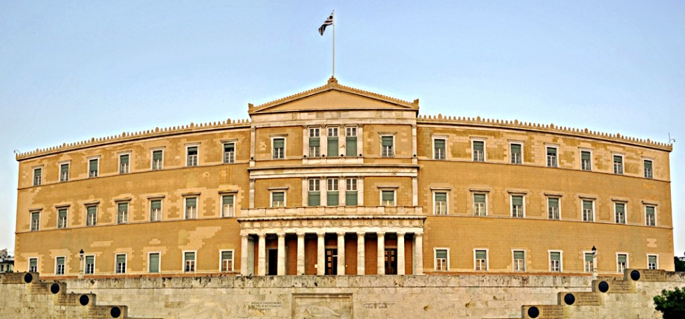 Νομοθετική ρύθμιση για την καταβολή των αναδρομικών και στους απόστρατους